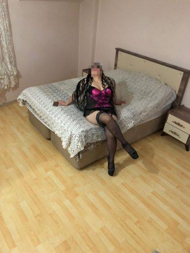 Seks kraliçası evinde buluşan Gülsen